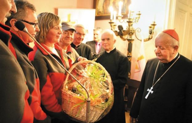 Utrwalają szlaki papieskie