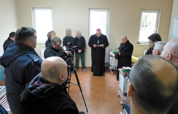 Wizyta Biskupa legnickiego w Zakładzie Karnym