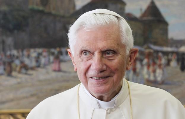 Watykańskie dementi: stan zdrowia Benedykta XVI nie budzi niepokoju