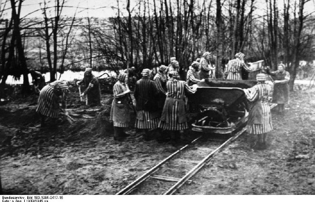 Więźniarki przy pracy w Ravensbrück (1939 r.)