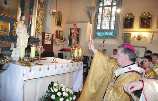 Wprowadzenie relikwii do kościoła w Szczecinie-Krzekowie
