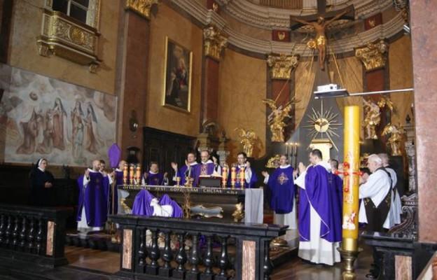 Ofiara eucharystyczna we wspólnocie zakonnej Karmelitów Bosych
