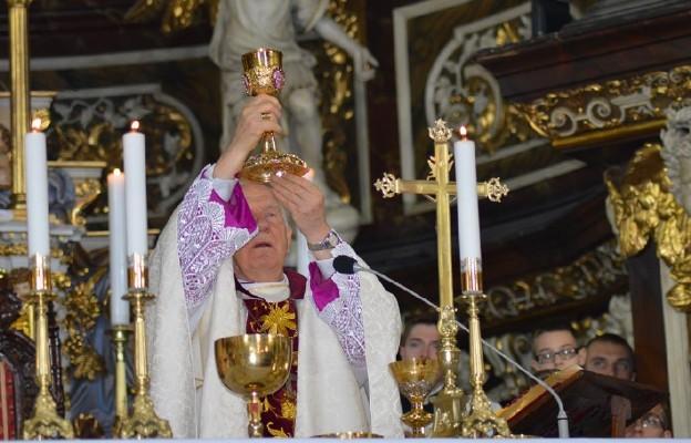 Eucharystia sakramentem najpełniejszej obecności Boga na ziemi
