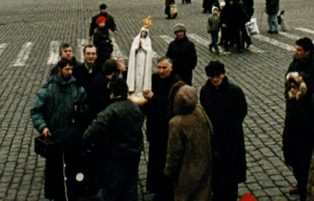 Z figurą Matki Bożej Fatimskiej na placu Czerwonym w Moskwie