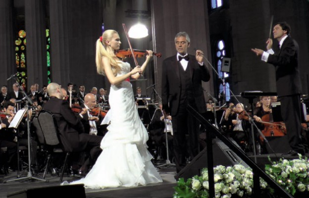 Andrea Bocelli koncertuje dla rodziny