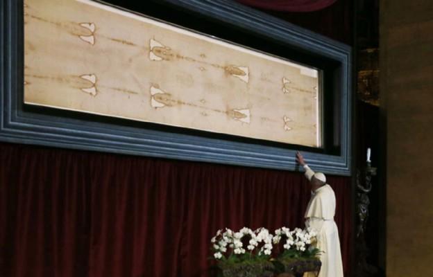 Papież Franciszek przed Ikoną Miłości Chrystusa