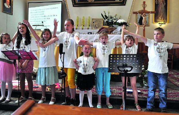 Koncert w wykonaniu scholi parafialnej
