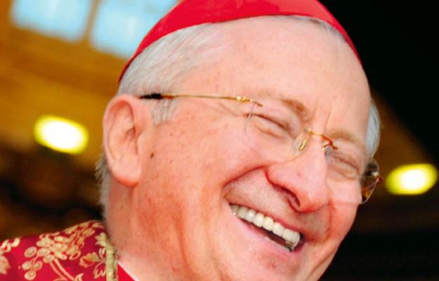 Kard. Ennio Antonelli podkreśla, iż Kościół daje świadectwo miłosierdzia Boga wobec wszystkich, ale w różny sposób, w zależności od sytuacji, w której ludzie się znajdują