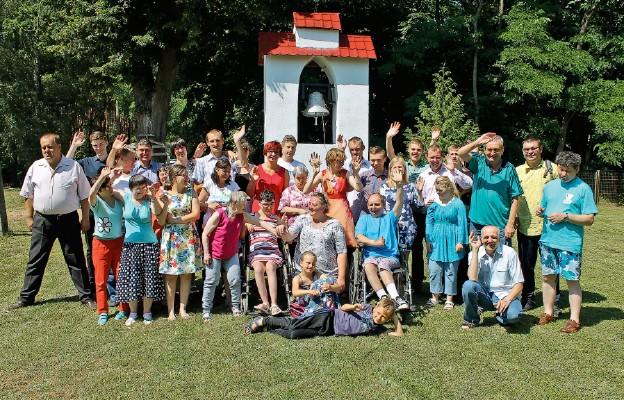 """Grupa """"Szczęść Boże"""" z Zielonej Góry na rekolekcjach w Sierczynku"""
