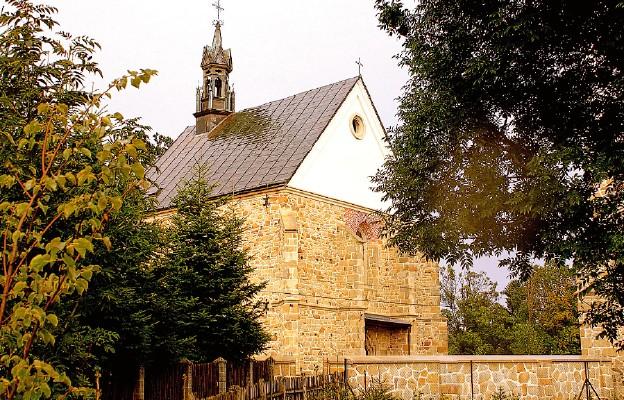 Kamienny kościół w Bieździedzy pochodzi z XV stulecia