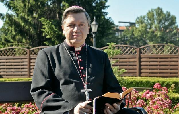 Praca nie jest smutnym obowiązkiem człowieka, ale stanowi o jego panowaniu, wyróżnia go spośród reszty stworzenia – mówi abp Józef Kupny