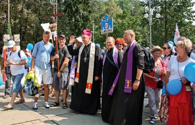 Pielgrzymów w Częstochowie przywitał abp Stanisław Budzik