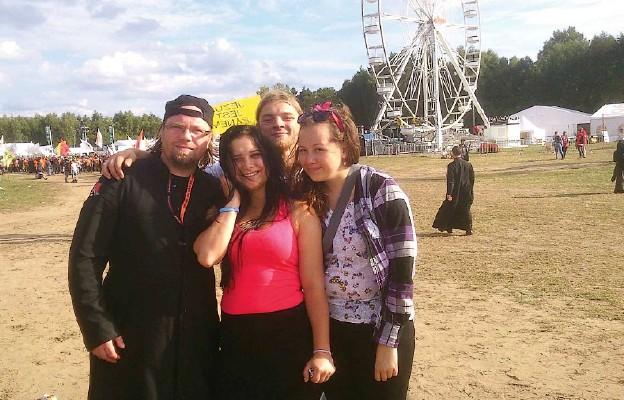 Na Woodstock tradycyjnie przyjechał ks. Artur Kotrys wraz z młodzieżą