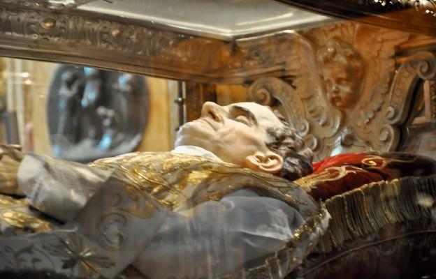 Zabalsamowane szczątki św. Jana Bosko znajdują się w bazylice Maryi Wspomożycielki Wiernych