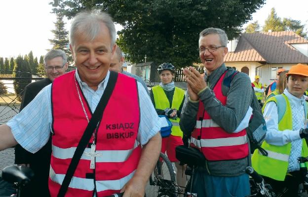 Biskup kielecki na czele pielgrzymki rowerowej