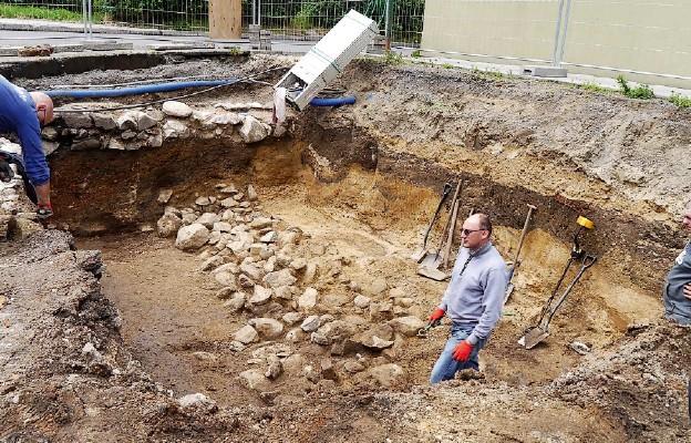 Podczas wykopalisk odkryto fundamenty kamienicy sprzed 500 lat