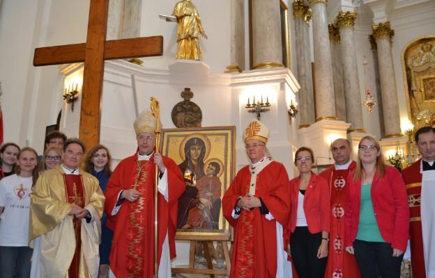 W uroczystym pożegnaniu znaków ŚDM w Chełmie uczestniczyli m.in. abp Stanisław Gądecki i abp Stanisław Budzik