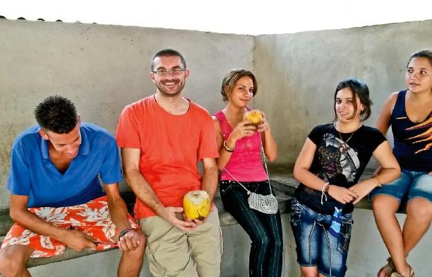 Bayamo. – Na Kubie młodzi naprawdę są nadzieją i ratunkiem dla Kościoła, dlatego bardzo się cieszę, że chcą się angażować w życie parafii – mówi ks. Witold Lesner. – Znajdujemy też czas na wspólne wyjście na kokosa