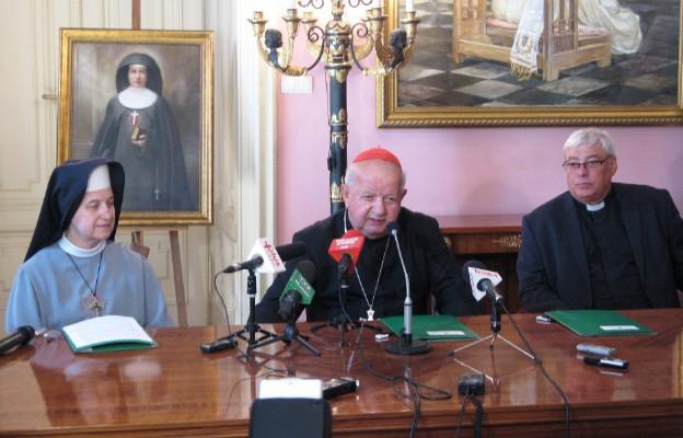 Od lewej: s. Agnieszka, Kijowska, kard. Stanisław Dziwisz i ks. Jan Kabziński