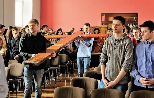 Młodzi przyjęli znaki ŚDM
