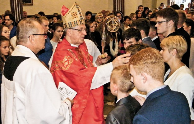 Bp Mieczysław Cisło udzielił sakramentu bierzmowania