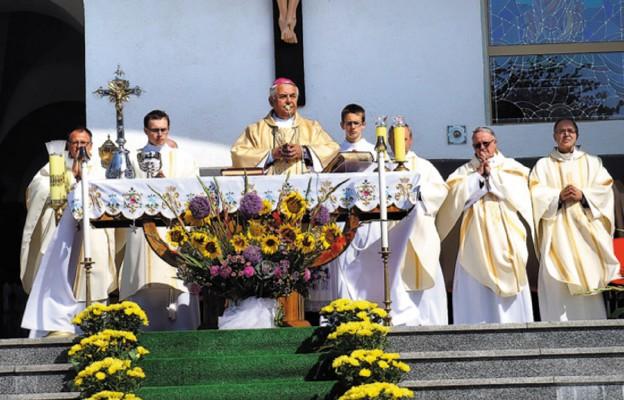Rocznica koronacji papieskiej i uroczystości odpustowe w Tarnowcu