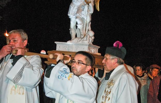 Procesja z figurą św.Michała Archanioła z Gargano