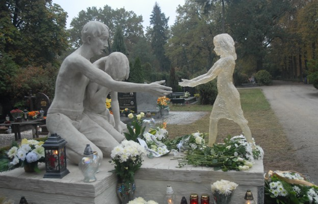 Pomnik Dziecka Utraconego na Cmentarzu Osobowickim we Wrocławiu