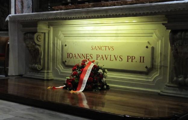 Watykan: Msza św. prymicyjna przy grobie św. Jana Pawła II