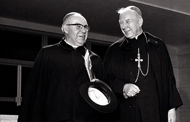 Abp Bolesław Kominek i kard. Stefan Wyszyński podczas II Soboru Watykańskiego w Rzymie