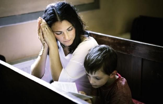 Na noszach modlitwy