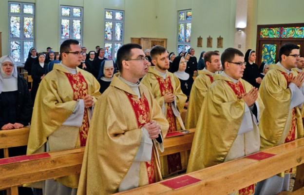 Formacja kapłańska i zakonna odbywa się w posłudze