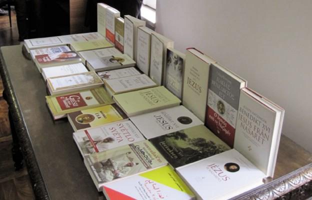 """Akcja """"Książka na telefon"""" wspiera księgarnie katolickie"""