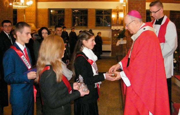 Krzyż i dary Ducha