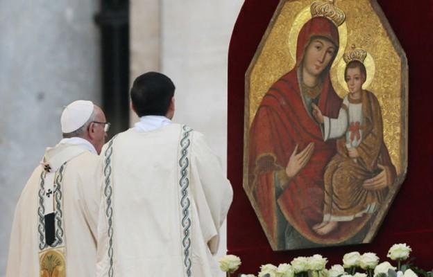 """Ikona """"Brama Miłosierdzia"""" z Polski na Placu św. Piotra w Rzymie podczas otwarcia Roku Świętego Miłosierdzia"""