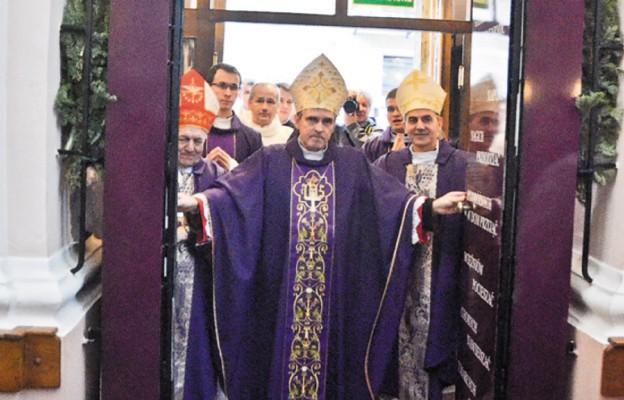 Bramy Miłosierdzia otwarte