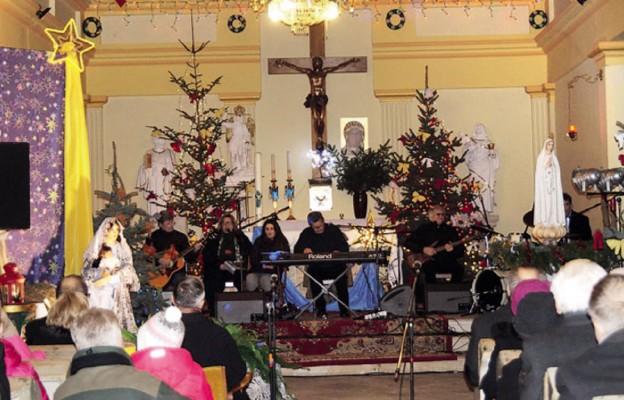 Zespół zagrał w kościele pw. Świętych Apostołów Piotra i Pawła w Dobromierzu
