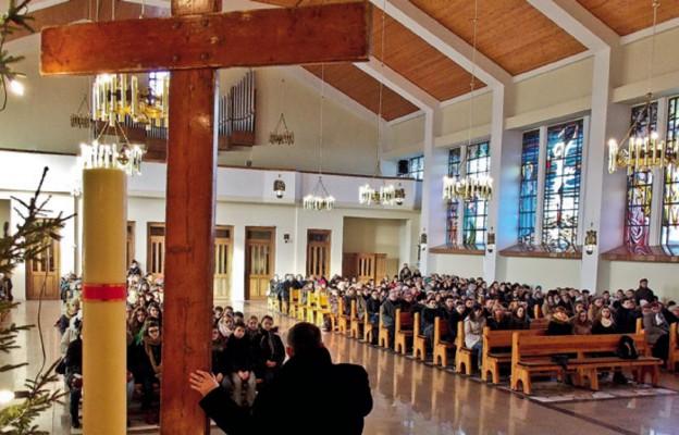 Ruchy pozorowane czy senat w parafii?