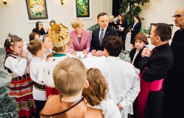 Para prezydencka podczas spotkania z kolędnikami misyjnymi