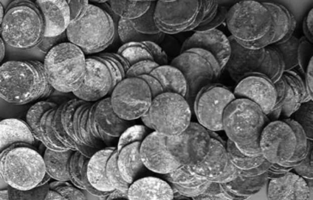 Kalisz/ Intrygujący skarb odkryli archeolodzy PAN; wśród 6,5 tys. srebrnych monet były dwie obrączki i pierścionki