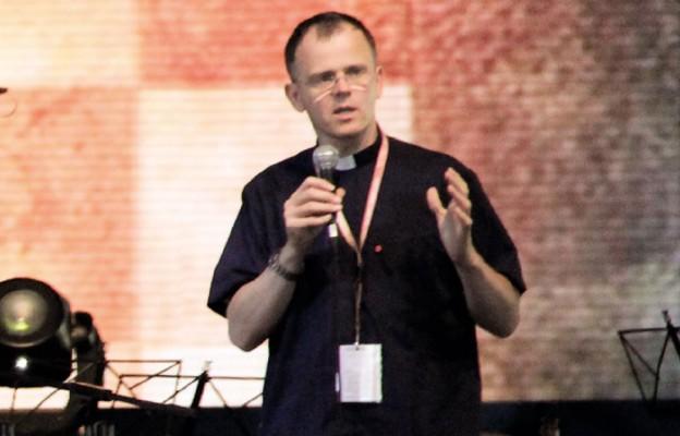 Ks. Artur Godnarski