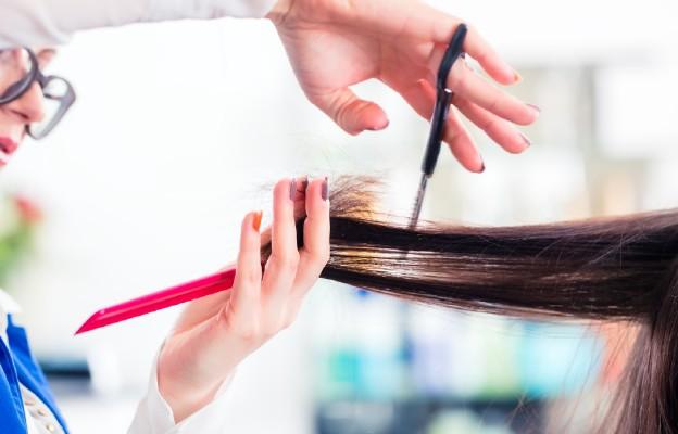 Zwiększone wypadanie włosów jednym z powikłań po przechorowaniu COVID-19