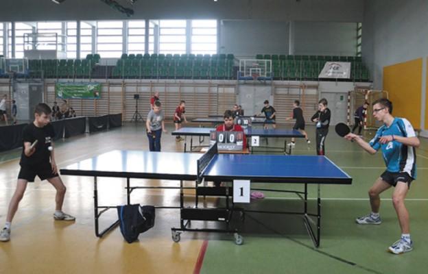 Sportowe zmagania w tenisie stołowym