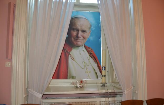 Jutro wspomnienie liturgiczne św. Jana Pawła II