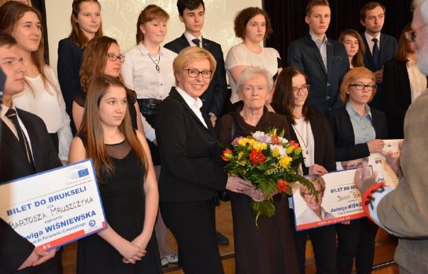 Laureaci konkursu z europoseł Jadwigą Wiśniewską