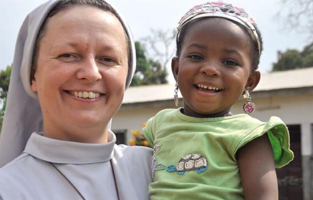 S. Elza ze Zgromadzenia Sióstr Świętego Józefa. Posługuje w Omvan już szósty rok, wcześniej pracowała cztery lata w Kongo. Zajmuje się formacją nowicjuszek i postulantek misyjnej Essiengbot