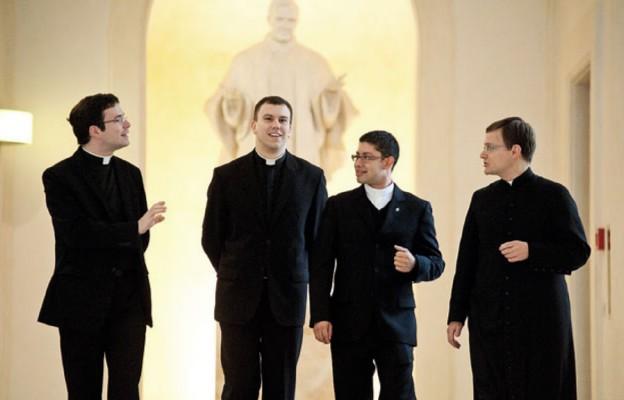 Polscy księża wyjeżdżający na studia do Rzymu potrzebują naszej pomocy