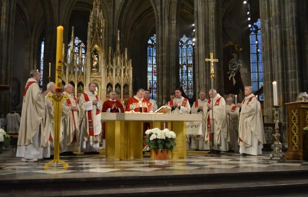 Uroczystego otwarcia Szlaku św. Wojciecha podczas Mszy św. dokonał w  katedrze św. Vita w Pradze kard. Dominik Duka - Prymas Czech