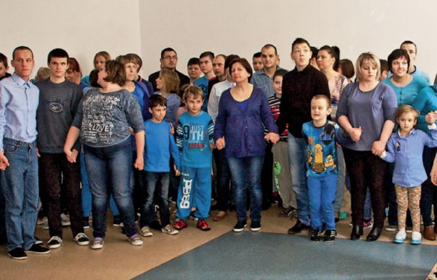 """Niebieski jest kolorem autyzmu, stąd pomysł organizatorów, by jedną z akcji nazwać """" Zaświeć na niebiesko dla autyzmu"""""""