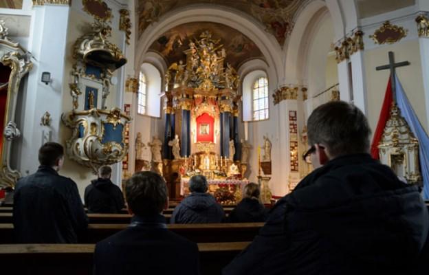 U źródeł chrzcielnych Polski